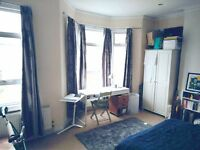 Awesome light, bright double room in Balham