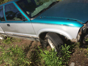 2002 Chev S10 2wd parting out
