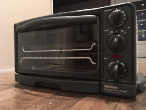 Four/grille-pain Betty Crocker Oven/Toaster
