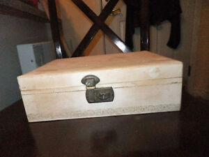 vintage satin lined jewlery box West Island Greater Montréal image 2