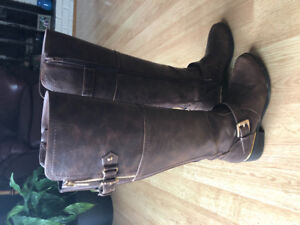Guess Tall Riding Boots, size 5. Only worn twice!