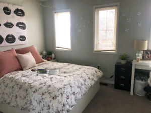 LOOKING FOR 1 ROOMMATE