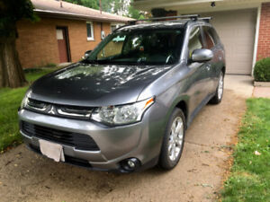 Mitsubishi Outlander AWD (2014) - 7 seats & LOADED