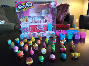 Shopkins Kitchen and Extras