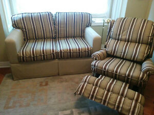 single pullout couch and reclining chair