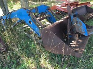 Frey front end loader with hydraulic bucket Kingston Kingston Area image 2