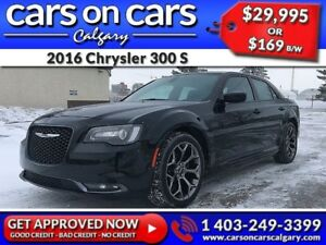 2016 Chrysler 300 S w/Heated Seats, PanoRoof, Navi $169B/W INSTA