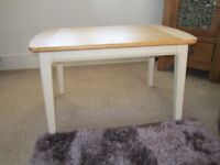 COFFEE TABLE WITH LIGHT OAK TABLE TOP
