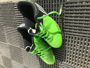 Kids sports cleats