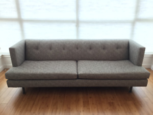 AVEC SOFA - CB2 Couch mid century modern – with Fabric Protectio