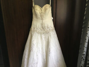 Stunning Allure size 4 wedding dress