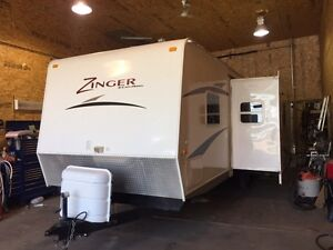 2010 ZINGER 26BH BUNKS WITH SLIDE