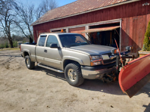 2003 Chevrolet 2500 Silverado 4x4  with Western plow