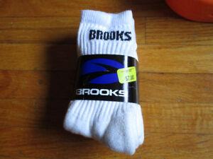 BRAND NEW package of Brooks socks