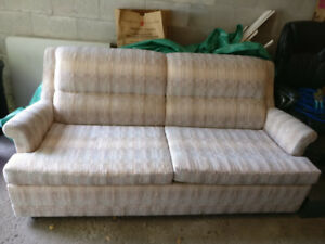 EUC Pull out couch