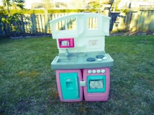 "1 – LITTLE TYKES ""COOK and GROW"" KITCHEN."