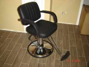 STYLING CHAIR ( NEW )