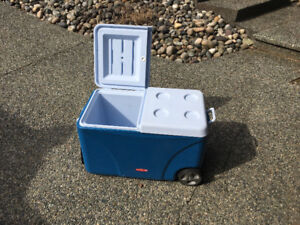 Large Rubbermaid cooler on wheels