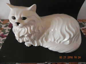 Ceramic Cat ( Reduced Price) to $35.00 West Island Greater Montréal image 1