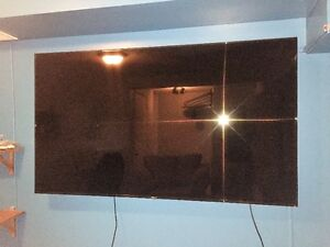 "75"" Samsung Smart TV , with TV Wall Mount"
