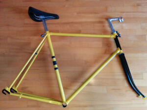Frames/forks/saddles/pedals/tires Cadres/fourches/selles/pedals