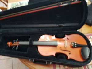 Violin, case and stand for sale.. ..full size student violin