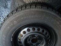 GOODYEAR NORDIC  4 pneu d'hiver avec jantes195 70R 14