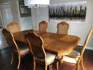***MOVING SALE - HIGH QUALITY SOLID OAK DINING ROOM SET***