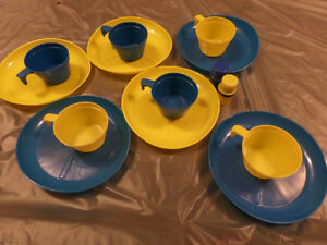Compact plastic camping dishes / cups / salt & pepper set Sarnia Sarnia Area image 2