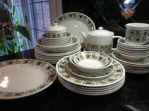"Rushstone ""Kathie Winkle"" dinner set for 12 (44 pieces) MCM 1960"