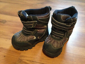 Toddler size 8 winter boots Strathcona County Edmonton Area image 1