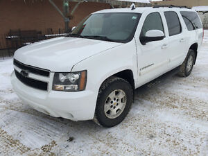 2007 Chevrolet Suburban LT 4x4 runs and drives great $4900