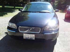 Black 2006 Volvo V70 SE 2.5T for sale.  Less than 60,000 km.