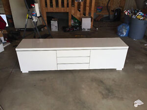 TV Entertainment Unit & Matching Coffee Table