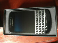 Blackberry Q10 phone unlocked with original box and charger