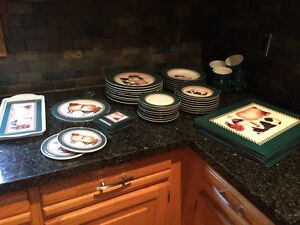 Dishes, placemats, tray
