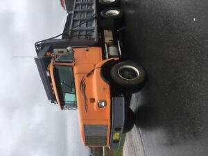 1995 Volvo dump truck