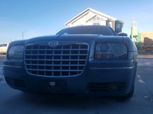 Low kms / Neat and clean / chrysler 300 / 2005