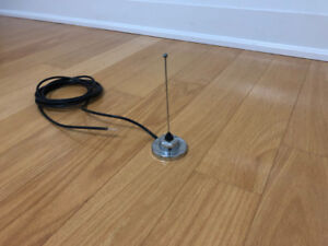 Antenna with magnetic base