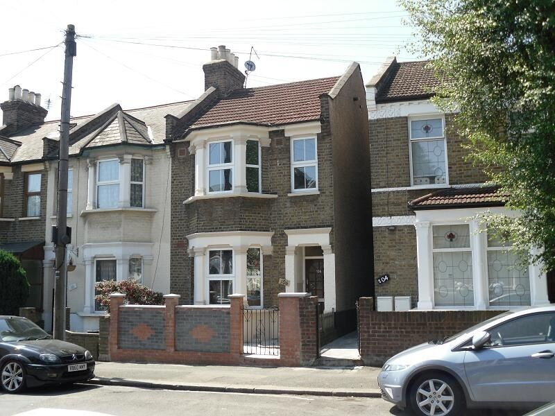 DAWLISH ROAD E10, 3 bedroom property available to rent