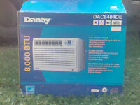 8,00BTU Danby Climatiseur/8,00BTU Danby Air Conditioner.