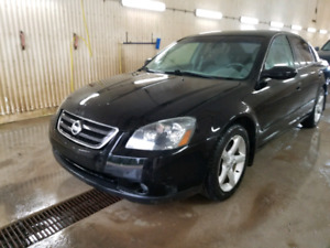 05 Black Nissan altima sedan great car