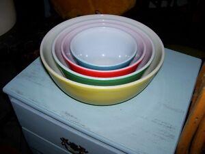 Pyrex colored Mixing Bowl set