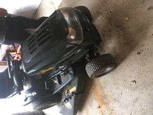 Tracteur a pelouse et souffleuse