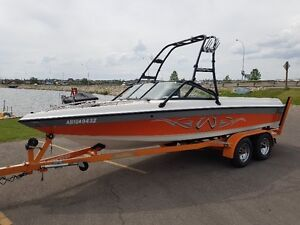 Low Hour, excellent condition Malibu Wakesetter