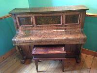 PIANO - Laurinat & Co - Berlin - upright - Walnut veneer