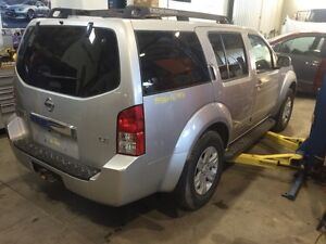 Parting out 2006 Nissan Pathfinder loaded