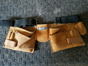4 pocket tool pouch measuring tape, 2 hammer and screwdriver