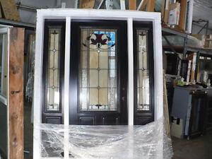 Superbe porte d'acier avec entrées lumières