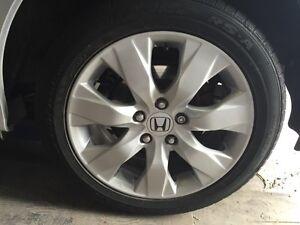 """4 Mag Honda 17"""" gris metalique 300$"""